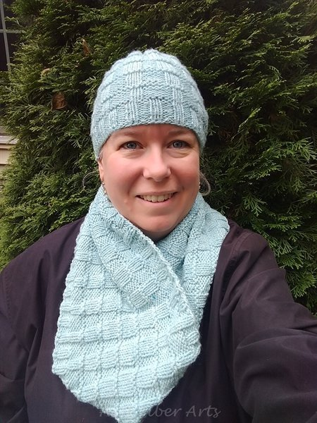 You are currently viewing New patterns: Icy Textures Hat and Cowl